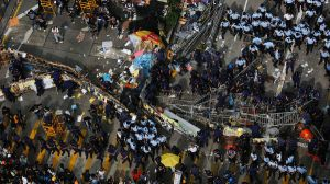 clash-of-Hong-Kong-police-with-protesters-targeting-buildings